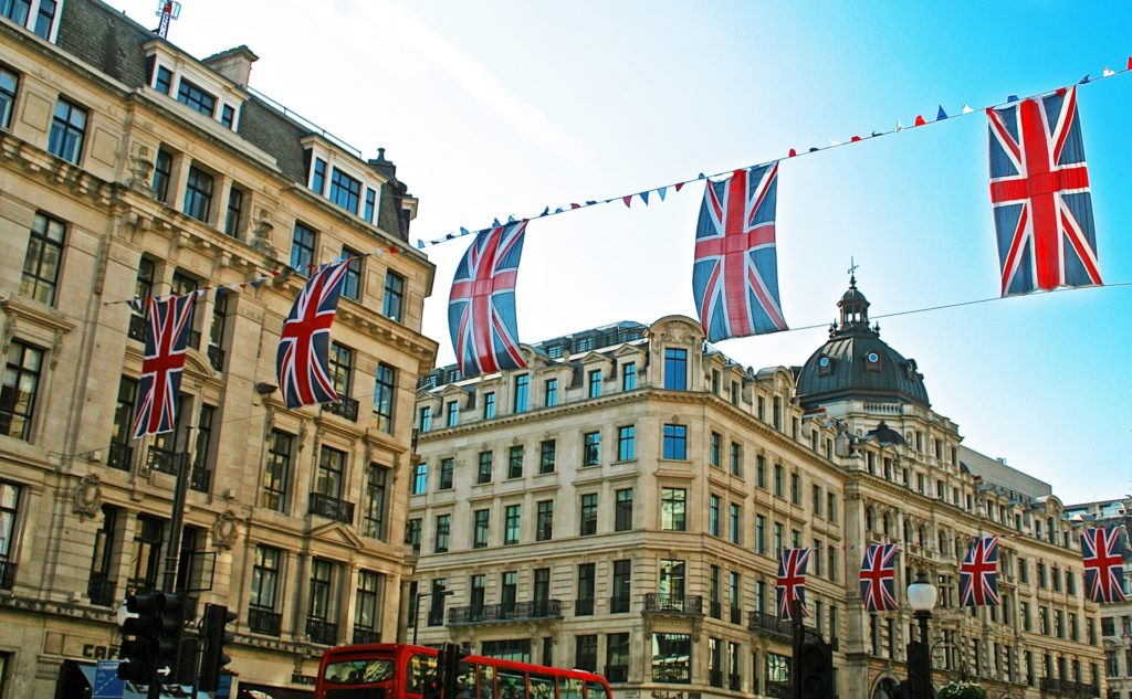 ロンドンとイギリスの国旗の写真